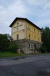 http://www.pojezdy.eu/galerie/002/Nádražní budova od silnice